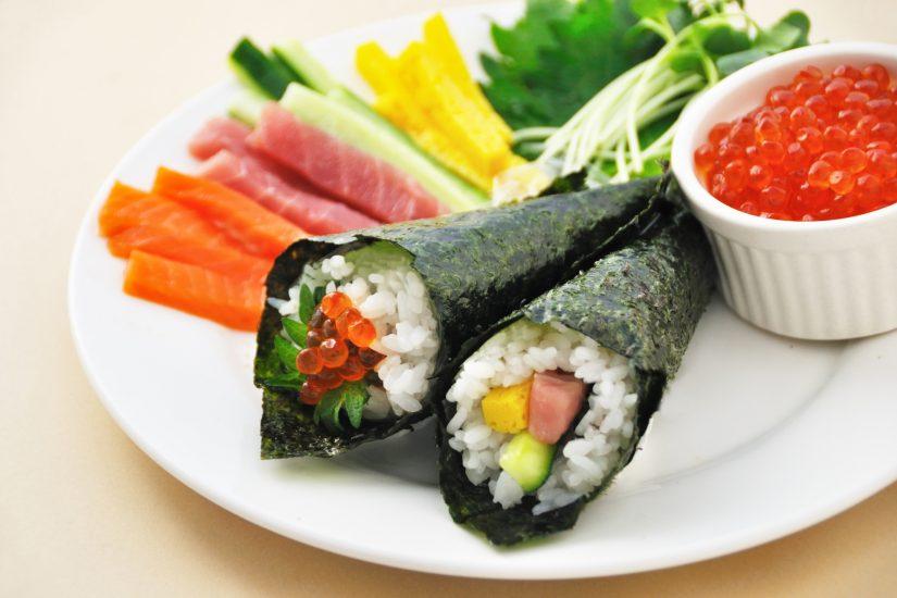 Hand-rolled sushi (Temaki-zushi)