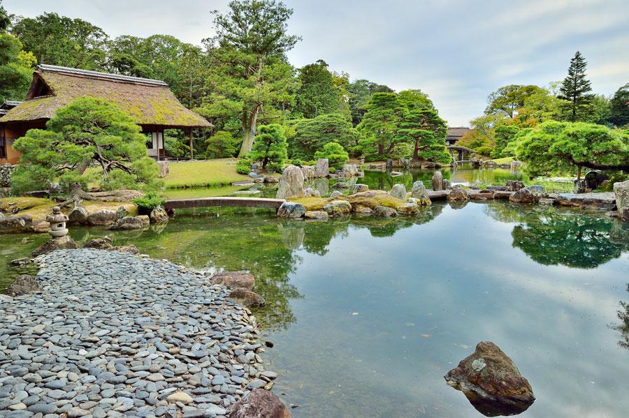 Ten Traditional Japanese Gardens, Japanese Tea Garden Water Basin