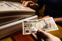 banknotes japan covid